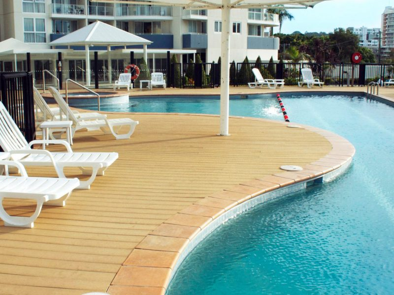 SQUARE POOL RESORT DECK