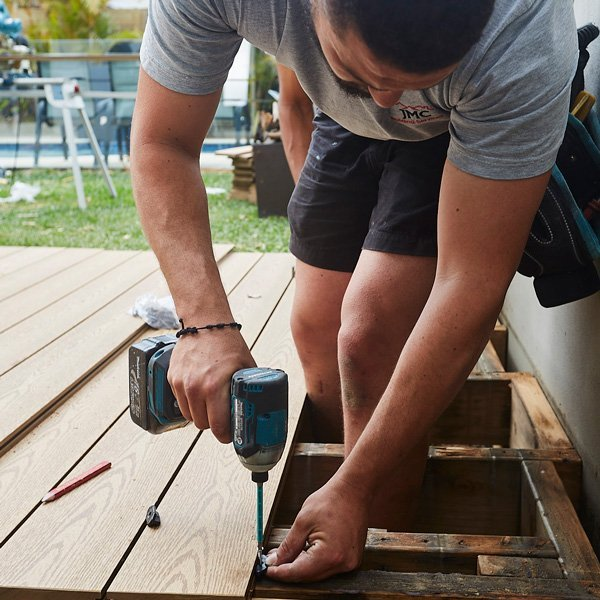 EASY TO INSTALL COMPOSITE DECKING